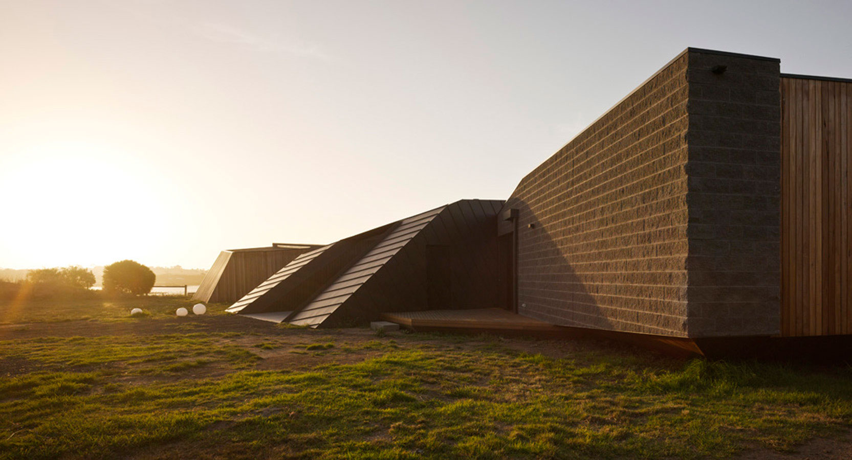 Overend Constructions, Beached House exterior facade sideview