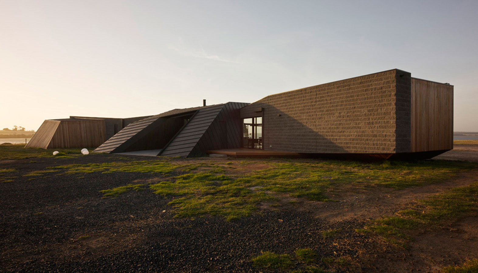 Overend Constructions, Beached House exterior facade view