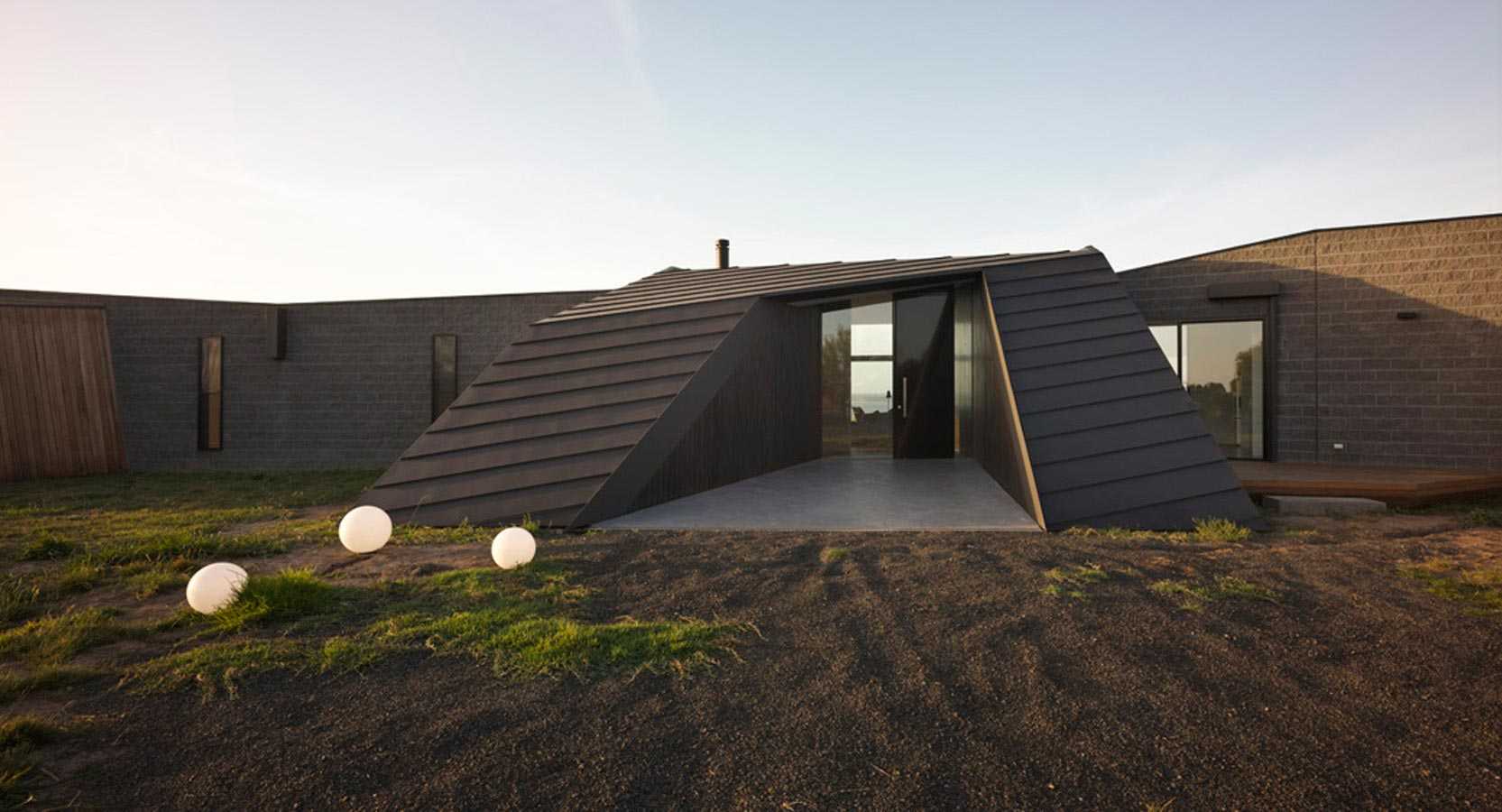 Overend Constructions, Beached House external facade and entry feature