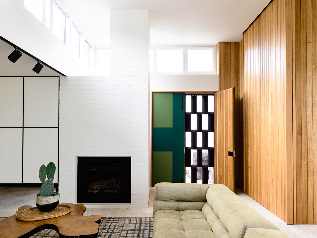 Overend Constructions, Belmont House, light-filled lounge, timber feature