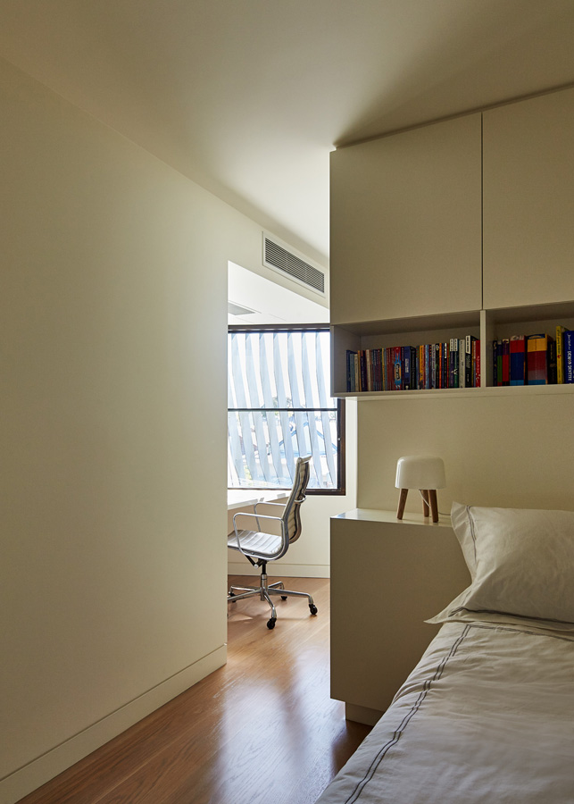 Overend Constructions, Bower, white bedroom with study, joinery feature, Andrew Simpson Architects