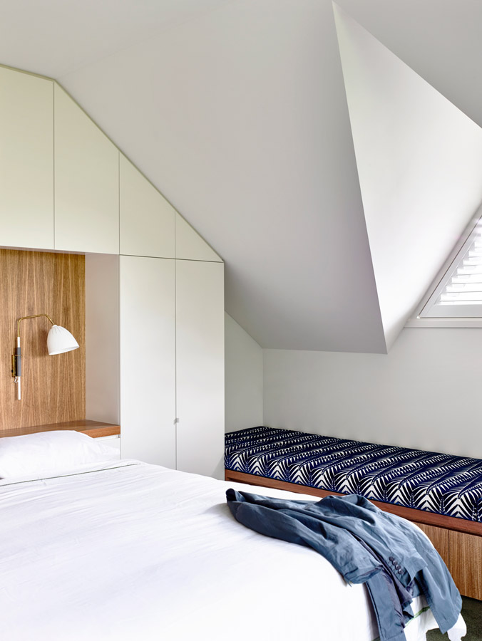 Overend Constructions, Kew II, Kennedy Nolan, white bedroom, joinery bedhead, benchseat