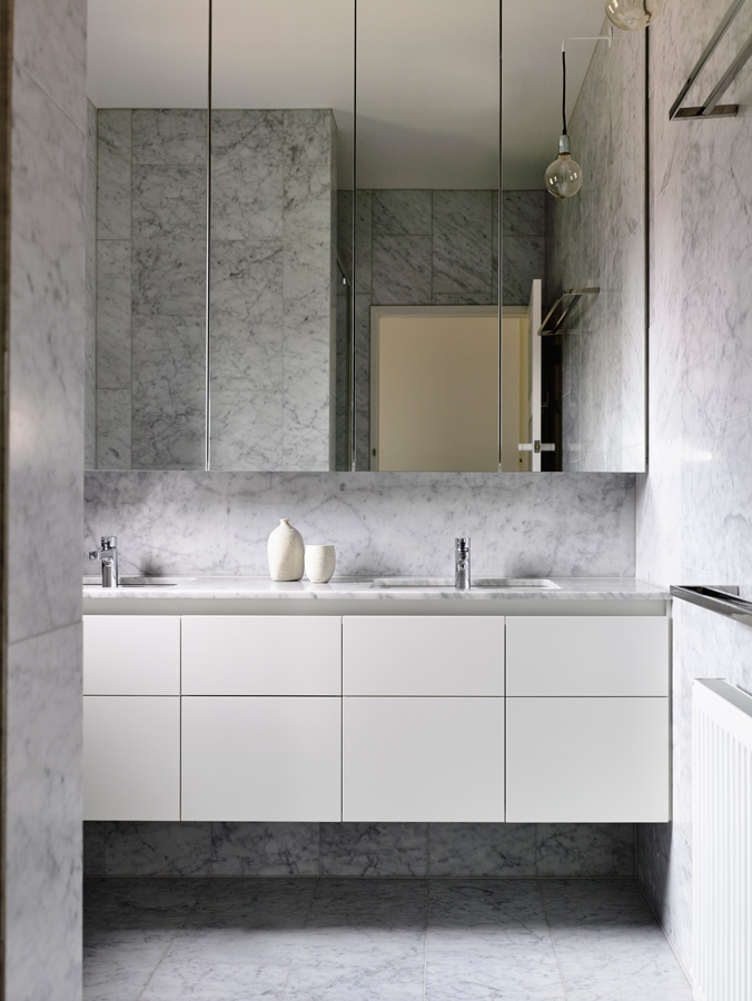 Overend Constructions, Kew II, Kennedy Nolan, bathroom, grey marble floor and walls, modern white joinery, large mirror cabinets