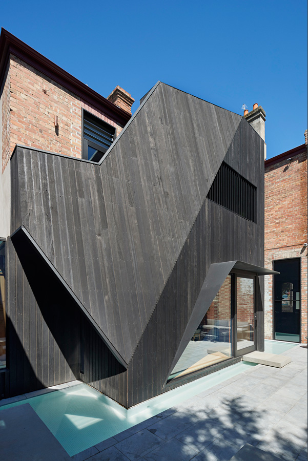 Overend Constructions, Hatherlie, black timber cladding, steel window reveals, water surround, Andrew Simpson Architects