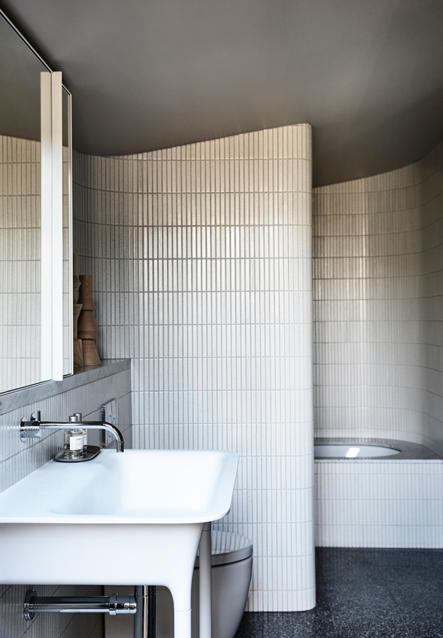 Caroline House, Kennedy Nolan Architects, Overend Constructions, bathroom, basin, tub, curves, architectural, design, joinery