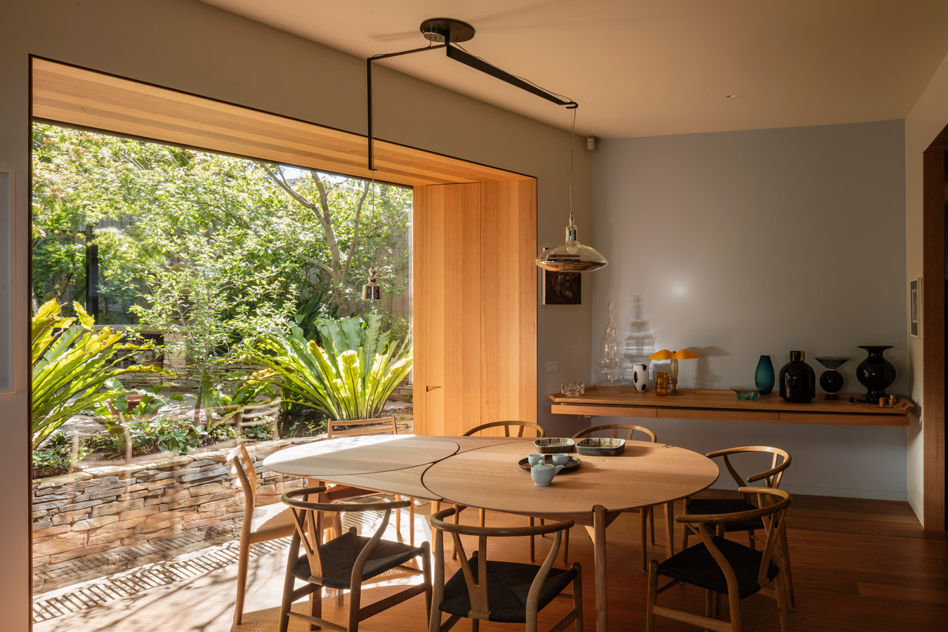 Kew Residence, John Wardle, Overend Constructions, bespoke pendant light, dining area, architectural, design, joinery