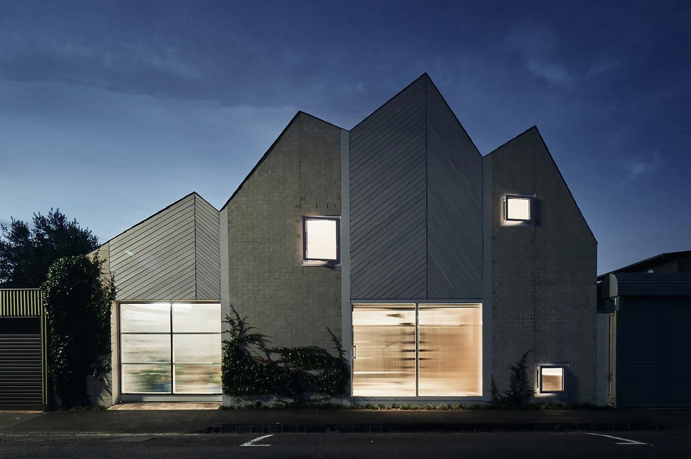 RaeRae, Austin Maynard Architects, Overend Constructions, back facade at night, zigzag roof line, architectural, design